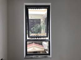cửa sổ hất xingfa 1cánh
