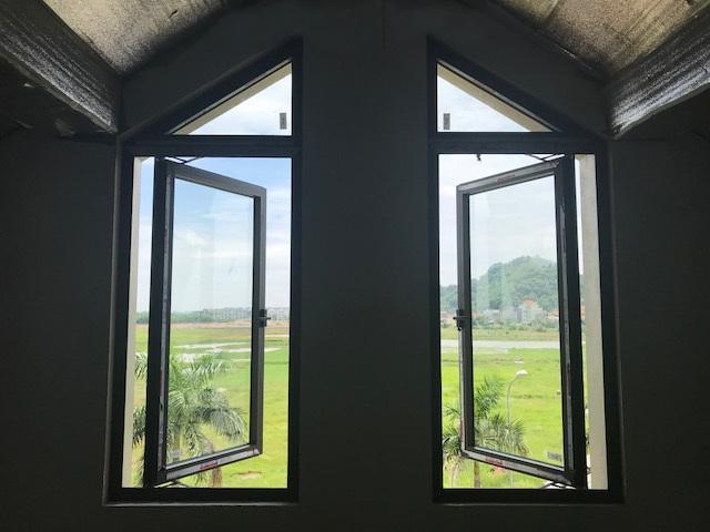 cửa sổ mở quay 1 cánh