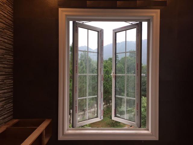 cửa sổ mở quay 2 cánh 1