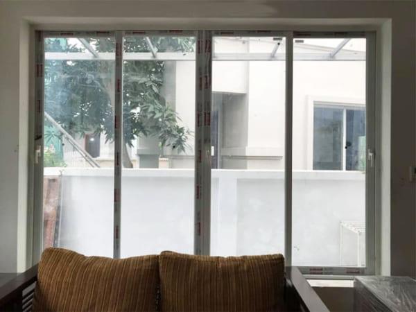 cửa sổ nhôm mở trượt 4 cánh